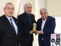 TÜRFAD'dan Akhisar Belediye Başkanı Salih Hızlı'ya plaket
