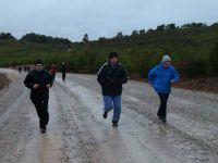 Soğuk ve yağışlı havaya rağmen doğa yürüyüşüne büyük ilgi