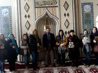 Çini levhalarını Gayret Camisine hediye ettiler