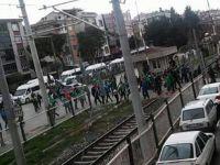 T.M. Akhisarspor ile Bursaspor taraftarı arasında olaylar çıktı 2 kişi yaralandı