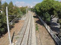 Akhisar şehir geçişindeki demiryolu hattında yüksek gerilime dikkat