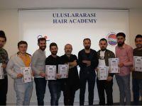Akhisar'ın ödüllü berberi Deren, geleceğin milli takımı adaylarına eğitim verdi