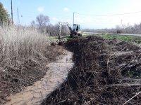 Akhisar'da 50 km dere temizlik çalışması yapıldı
