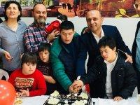 21 Mart Dünya Down Sendromu Gününde pasta kestiler