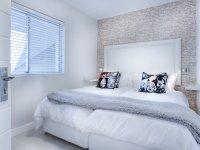 Yatak Odası Dekorasyon Fikirleri: Mor ve Sarı
