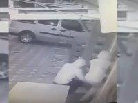 İzmir'den gelen hırsızlar tekel bayisini soydu