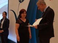 Yılın ebesi, Sağlık Bakanı tarafından ödüllendirildi