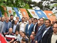 Ak Parti'nin adayı Özkan, Demircilileri selamladı