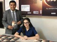 Ortaokul öğrencisi Beyza, ilk kitabını arkadaşları için imzaladı