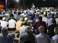 Çarşamba pazarına düzenlenen Kadir Gecesi özel programına Akhisarlılar büyük ilgi gösterdi