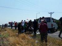 Akhisar'ın Çanakçı Mahallesinden yolcu taşıyan araç kazasında 2 kişi hayatını kaybetti