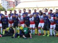 Thyateira Master Futbol Takımı açılış maçını futbolun efsaneleri ile yaptı