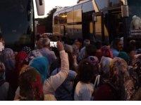Akhisar'da 82 hacı adayları dualarla uğurlandı