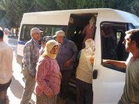 Tarım işçilerini taşıyan minibüste 30 kişi çıkınca görevliler şaşkına uğradı