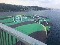 Süper Kupa şampiyonu Akhisarspor'un bayrağı İstanbul'u süslüyor