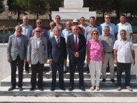 Akhisar'da CHP Milletvekili Bakırlıoğlu'ndan Şehitlik Ziyareti