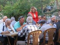 Akhisar Lokantacı, köfteci, ve tatlıcılar esnaf odasından huzurevi sakinlerine Akhisar köftesi ziyafeti