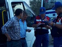 Akhisar'da Jandarma öğrenci servis araçlarına denetim yaptı