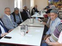 AK Parti Akhisar İlçe Teşkilatı, Huzurevinde yaşlılarla kahvaltıda buluştu
