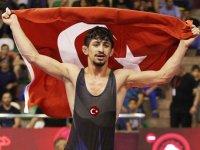 Akhisar'ın dünya şampiyonu güreşçisi elden kaçtı