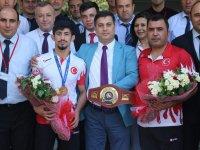 Dünya şampiyonu Akhisarlı Kerem Kamal'a şimdi de görkemli karşılama!