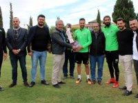 Balıkesirliler Derneği Başkanı Taşkıran, Akhisarspor'u ziyaret etti