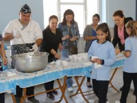 Akhisar Ülkü Ortaokulundan geleneksel aşure etkinliği