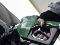Benzinin litre fiyatında 8 kuruş indirim geldi ancak fiyatlara yansımıyor!