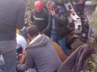 Akhisar'da kamyonet çamlığa uçtu 3 yaralı