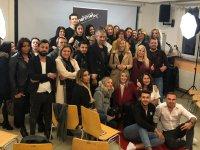 Akhisarlı kuaförler, Almanya'da saç seminerine katıldı