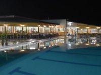 Akhisar'ın ilk içkisiz balık lokantası yüzme havuz tesislerinde