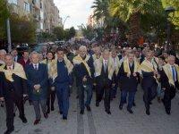 Akhisar'da zeytin şenlikleri yürüyüş ile başladı