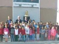 Tavlı Atatürk İlkokuluna Atatürk Büstü ve çok amaçlı depo yaptırdı
