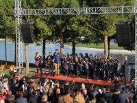 Akhisar Bahçeşehir Koleji öğrencileri Dünya Zeytin Gününde sahne aldı