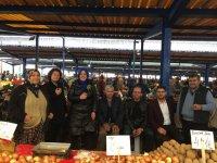 Nefise Şükran Füzün, Çarşamba pazarı esnafını ziyaret etti