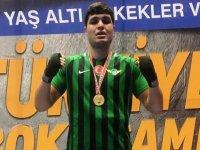 Akhisarlı Deniz Güngör Boksta Türkiye şampiyonu oldu