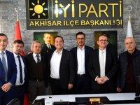 İYİ Parti İlçe teşkilatı Meclis üyelerini tanıttı