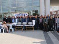 Akhisar Belediyesi işçilerinden pilav hayrı