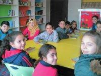 Atatürk Ortaokulunda Kütüphanede Buluşalım projesi