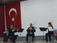 İzmir Devlet Senfoni Orkestrası Ülkü ortaokulunda