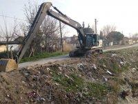 Ulucami Mahallesi'nin deresi temizleniyor