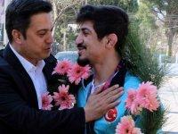Avrupa Şampiyonu Akhisarlı Kerem Kamal'a görkemli karşılama