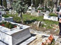Milletin adayı Besim Dutlulu, Akhisar'ın şehidini mezarı başında andı