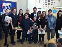 Özel Akhisar Hastanesinden +1 Özel Kalplere Ziyaret
