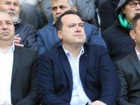 Belediye Başkanı Besim Dutlulu, maçı taraftarların arasında izledi