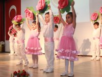 Şehit Yüzbaşı Necdi Şentürk Anaokulu çocukları ayakta alkışlandı
