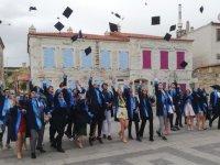Özel Merkez Lisesi mezuniyet fotoğraf çekimi için Eski Foça'da