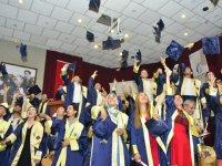 Manisa CBÜ Akhisar MYO'da mezuniyet sevinci