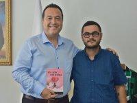 Akhisarlı genç şair Hacıibrahimoğlu ilk şiir kitabını okurlarına sundu