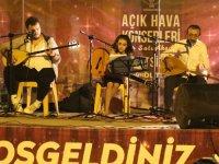 Akhisar'da açık havada müzik ziyafeti